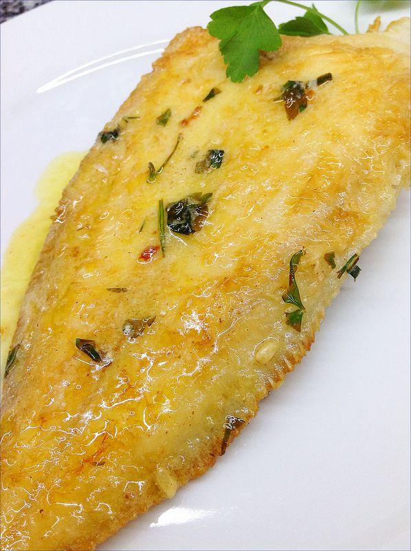 """Desde La cocina de mi casa os traigo este lenguado """"a la meunière"""" o """"a la molinera"""", un plato típico de la cocina francesa.     La pr..."""