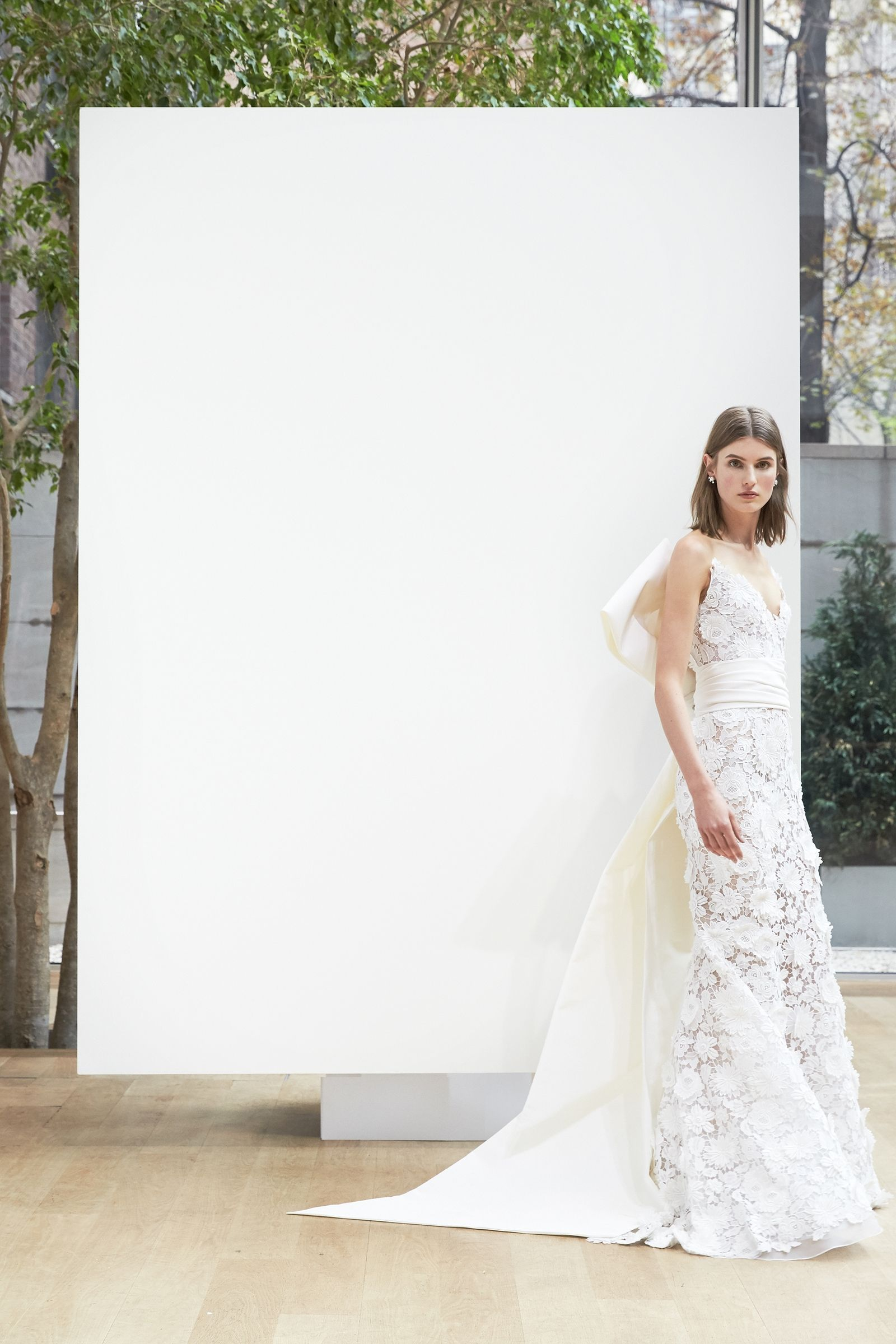 gorgeous bridal gowns for a country wedding oscar de la renta