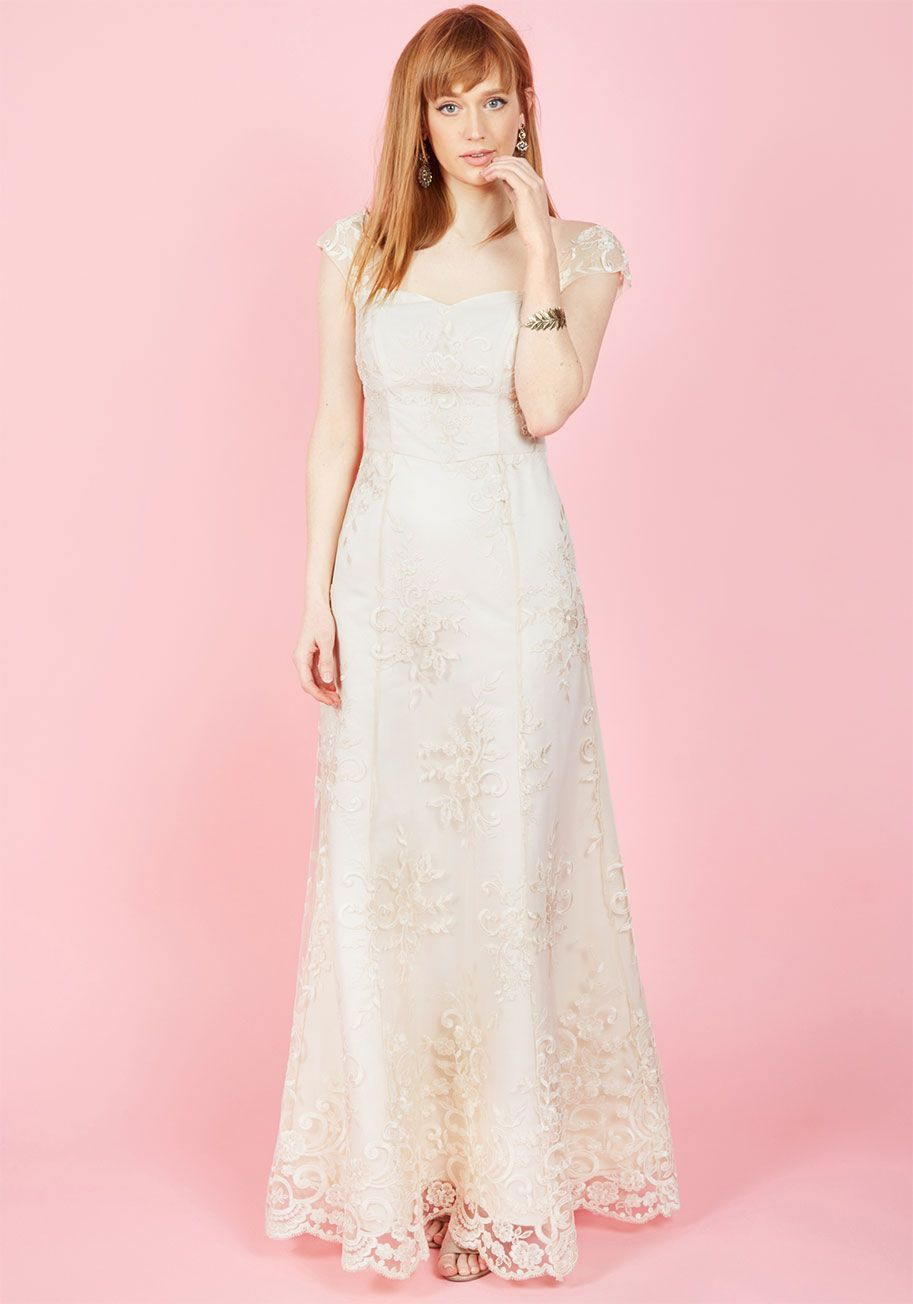 525f5c9e88  p Every accent of this ivory gown feels like a celebration of your refined  style perspective! Lace