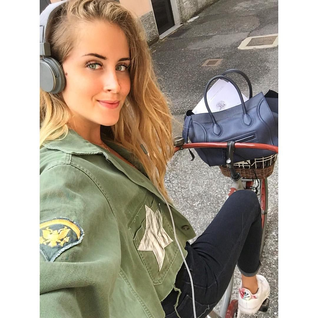 "Valentina Ferragni on Instagram: "" library time #thesis @nastygal jacket,  @levis_ita. Boston BagRita OraJacket ..."