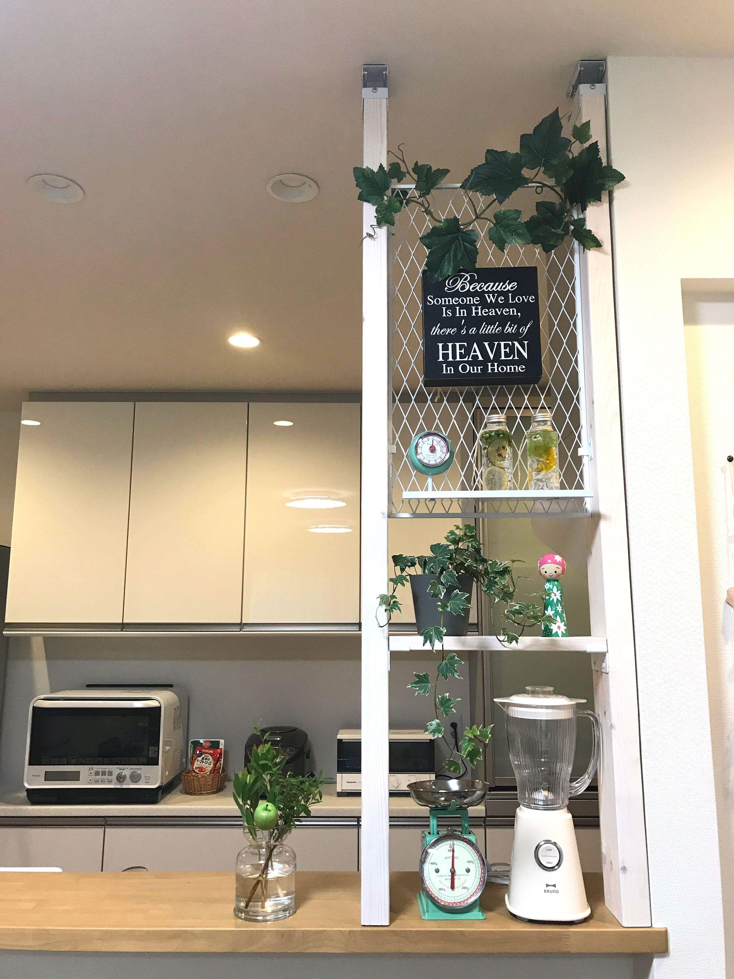 エキスパンドメタルと木材で作ったカフェ風キッチンカウンター上収納