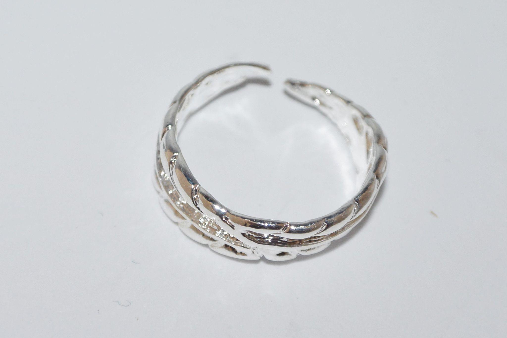 Leaf design toe ring
