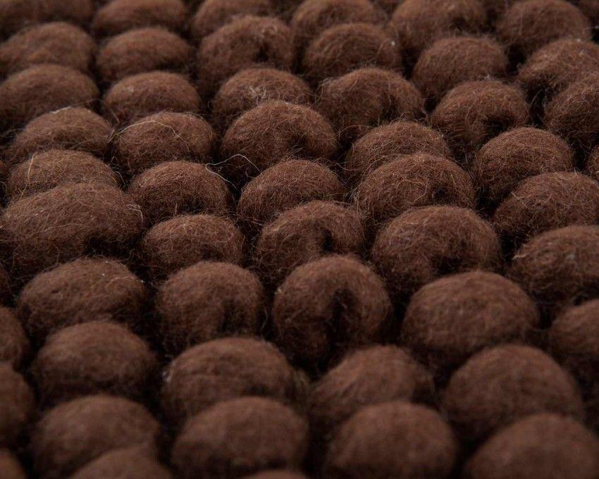 Dieser Ansh Teppich strahlt Freude aus und erfüllt jedes Ihrer Zimmer mit Leben. Es sieht wie kleine Schokobällchen aus.  Zur Bestellung: http://www.sukhi.de/rechteckig-ansh-wollschlingteppiche.html