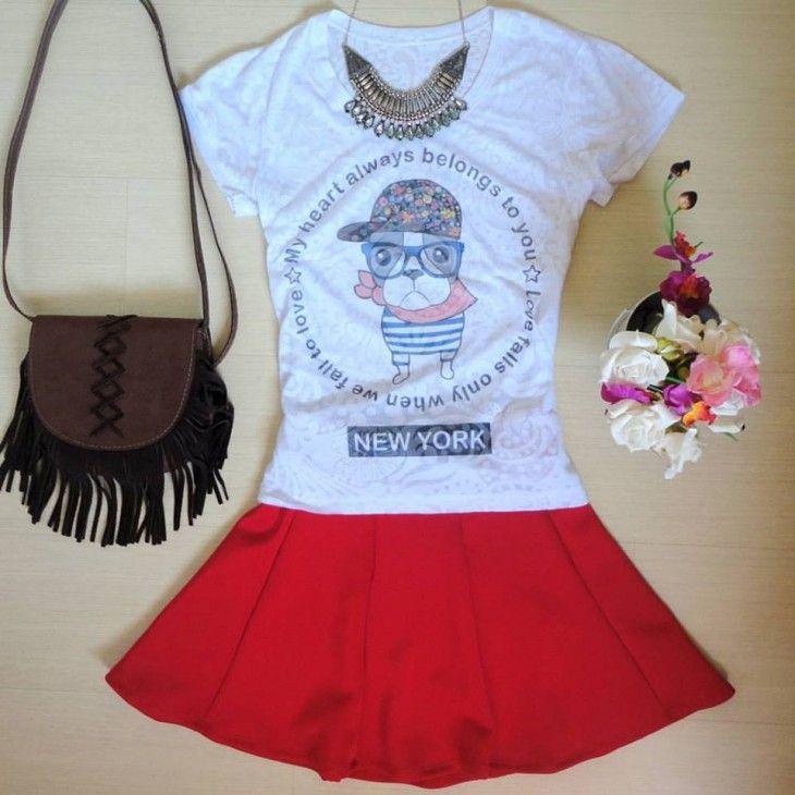 camiseta-tshirt-cachorrinho-saia-godê-vermelha-pregas-bolsa-marrom-franjas
