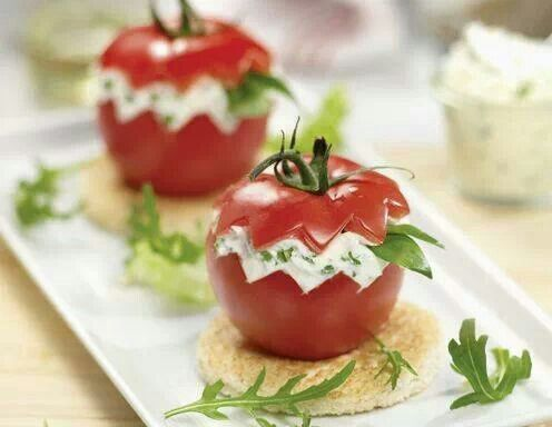 Cottage Cheese filled Tomatoes: - 250g cottage cheese - 6 leafs of bear's garlic - 6 leafs of rocket - caraway - 2 leafs of bear's garlic and 2 leafs of salad to finish it up. Just mix the Cottage Cheese with the sliced bear's garlic and sliced rocket and add the inside of the tomatoes aswell, as you cut off the top of each tomatoe. Give a little caraway and some salt to the whole mixture and begin filling the tomatoes again. At least put the missing 2 leafs of bear's garlic and rocket on…