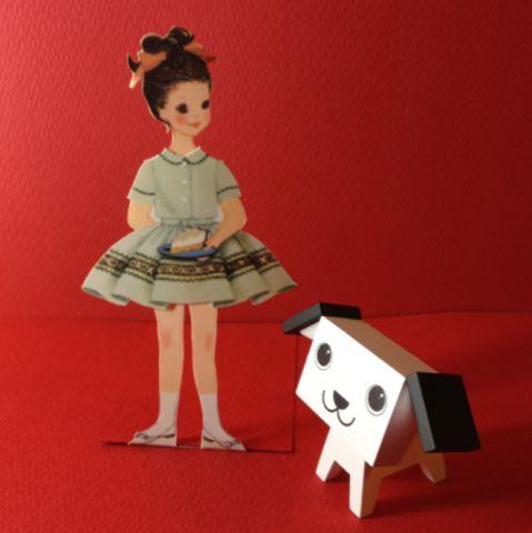 紙の着せ替え人形作ってみたよ。  パピーは女の子が持ってるケーキが気になってしょうがないみたいw     50~60年前の服の型紙の付録みたいです。   ↓でDownload できます。   http://tpettit.best.vwh.net/dolls/pd_scans/betsy_mccall/index.html     近頃の女の子はこんな遊びするのかな?
