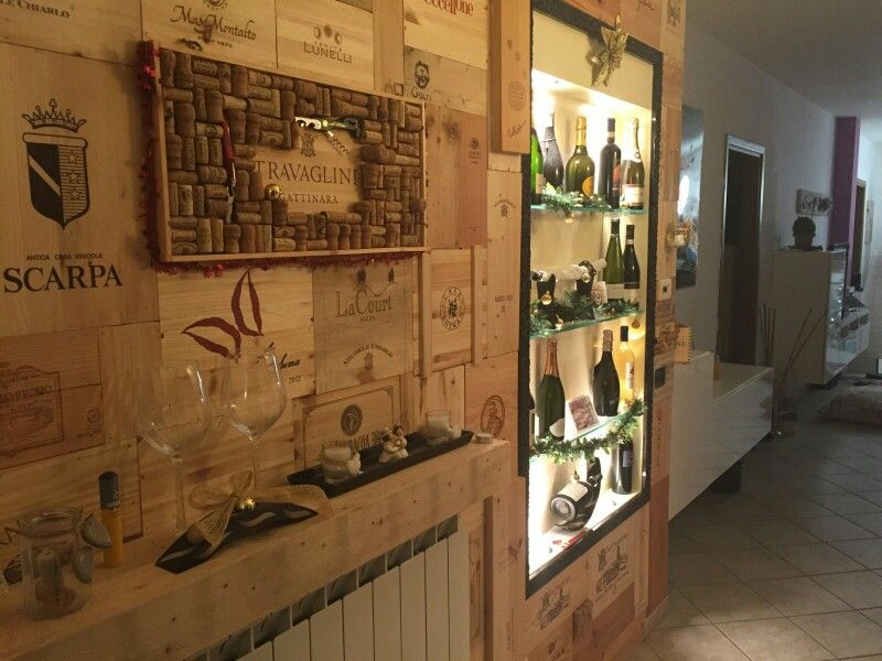 Wine diy wall parete vino con recupero cassette pellets e tappi di