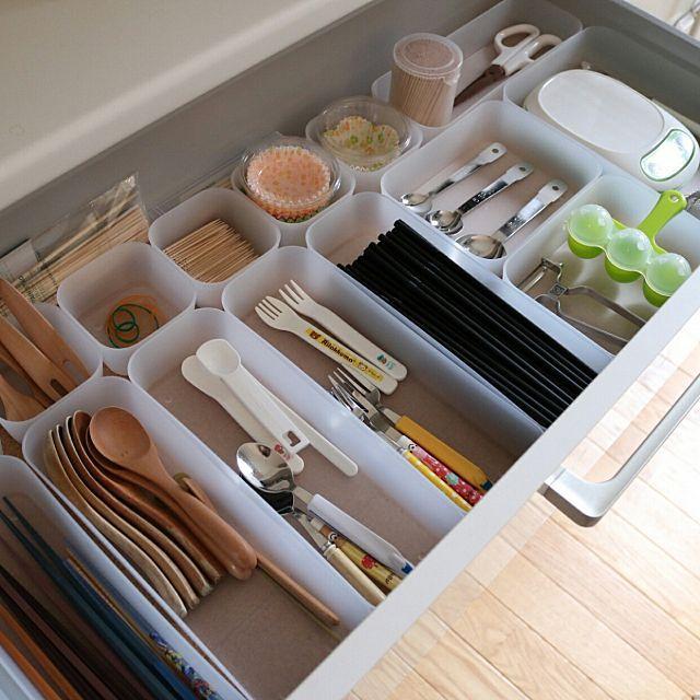 見習いたい 収納上手さんのキッチン引き出し仕切り実例集 セリア キッチン 収納 収納 アイデア キッチン 収納 100均 引き出し
