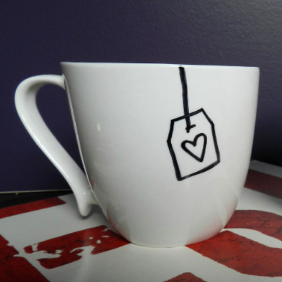 die besten 25 tassen dekorieren ideen auf pinterest porzellan tasse kaffeetassen kunst und. Black Bedroom Furniture Sets. Home Design Ideas