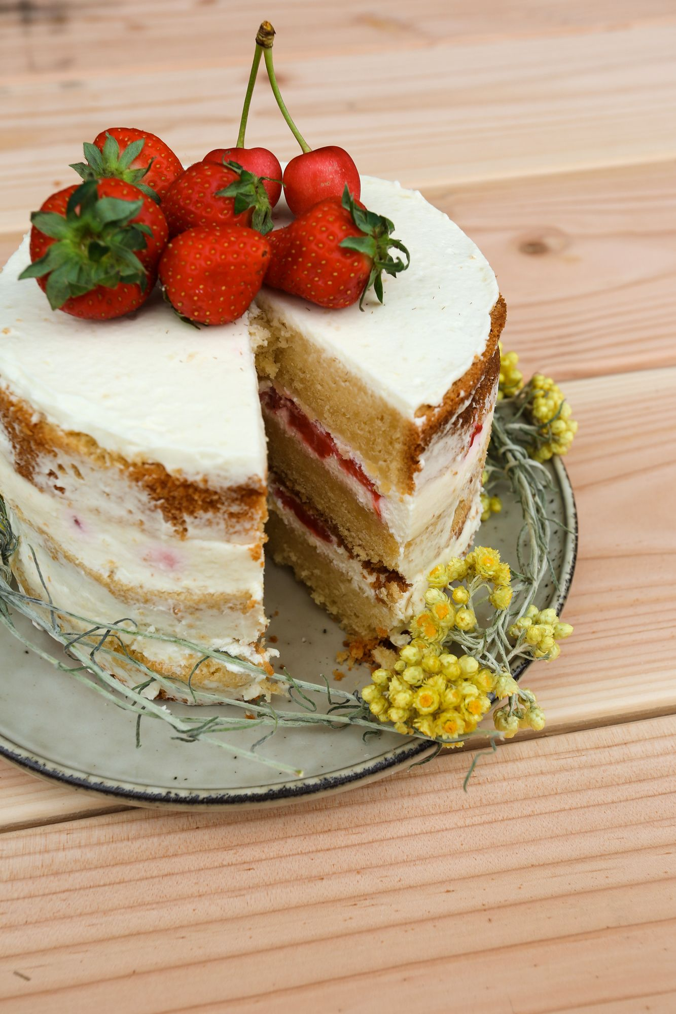 Mon premier naked cake, red velvet et fruits frais