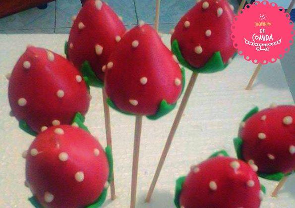 Cakepops Morango - Cheirinho de Comida  http://ateliecheirinhodecomida.blogspot.com/  Atendemos: Poá | Suzano | Itaquaquecetuba | Mogi das Cruzes | Ferraz de Vasconcelos | São Paulo