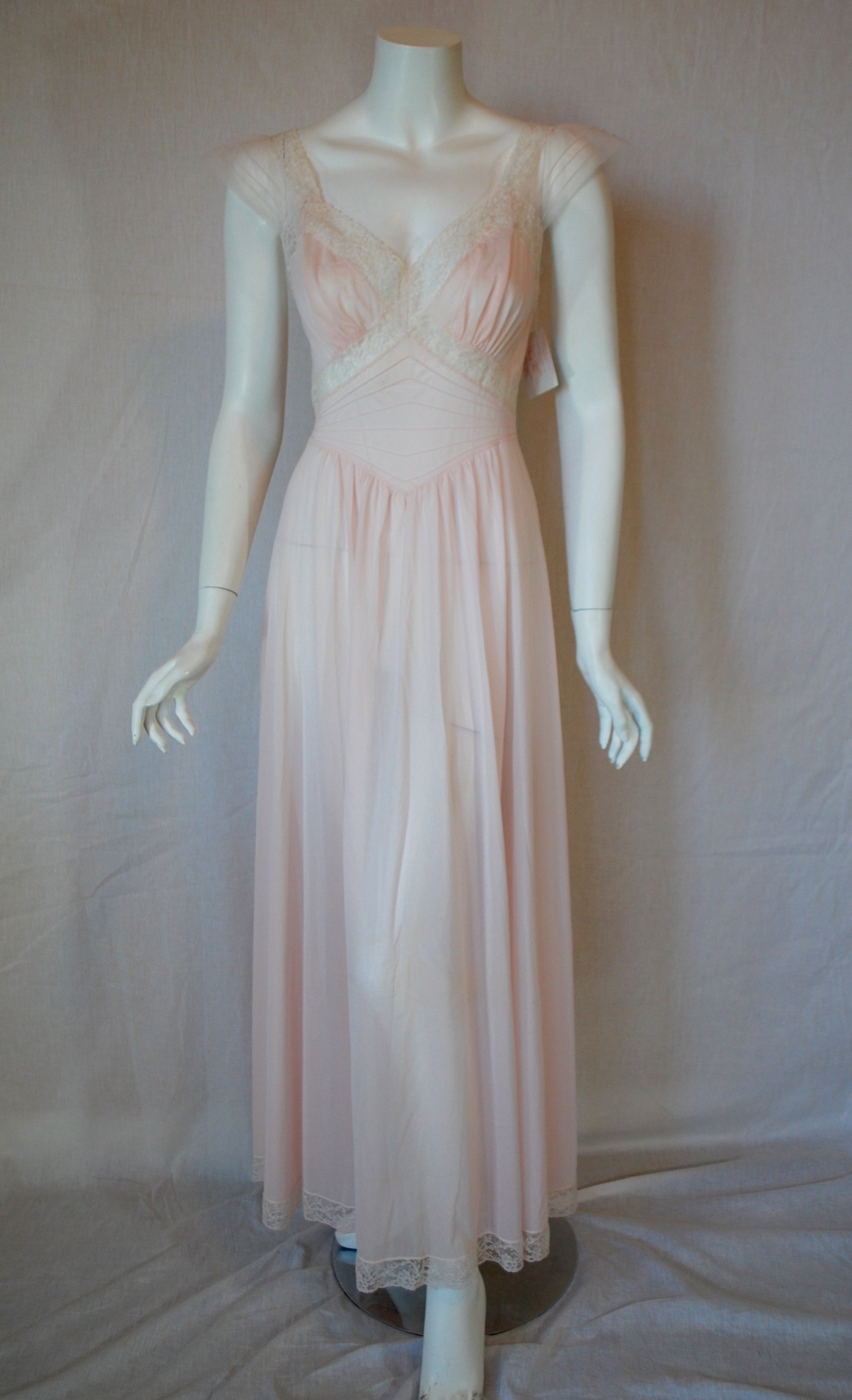 c627da52c1a Early 1950s Vanity Fair Pink nightgown... new old stock
