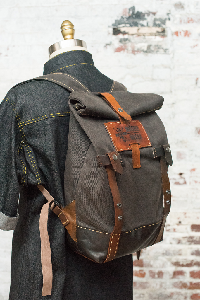 chef backpack and knife roll travel bag canvas leather pinterest knives. Black Bedroom Furniture Sets. Home Design Ideas