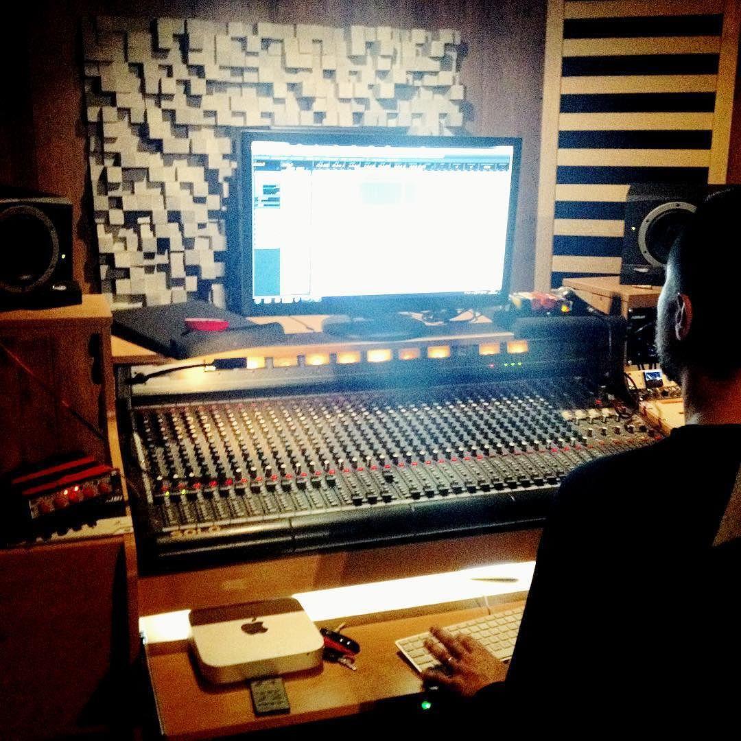 Prace nad bangerem w toku... RAP vs ROCK #maxim #guitar #drums #bass #vocalist #radio #edit #turntablism #power #maxymalnie #new #album by maxymalnie http://ift.tt/1HNGVsC