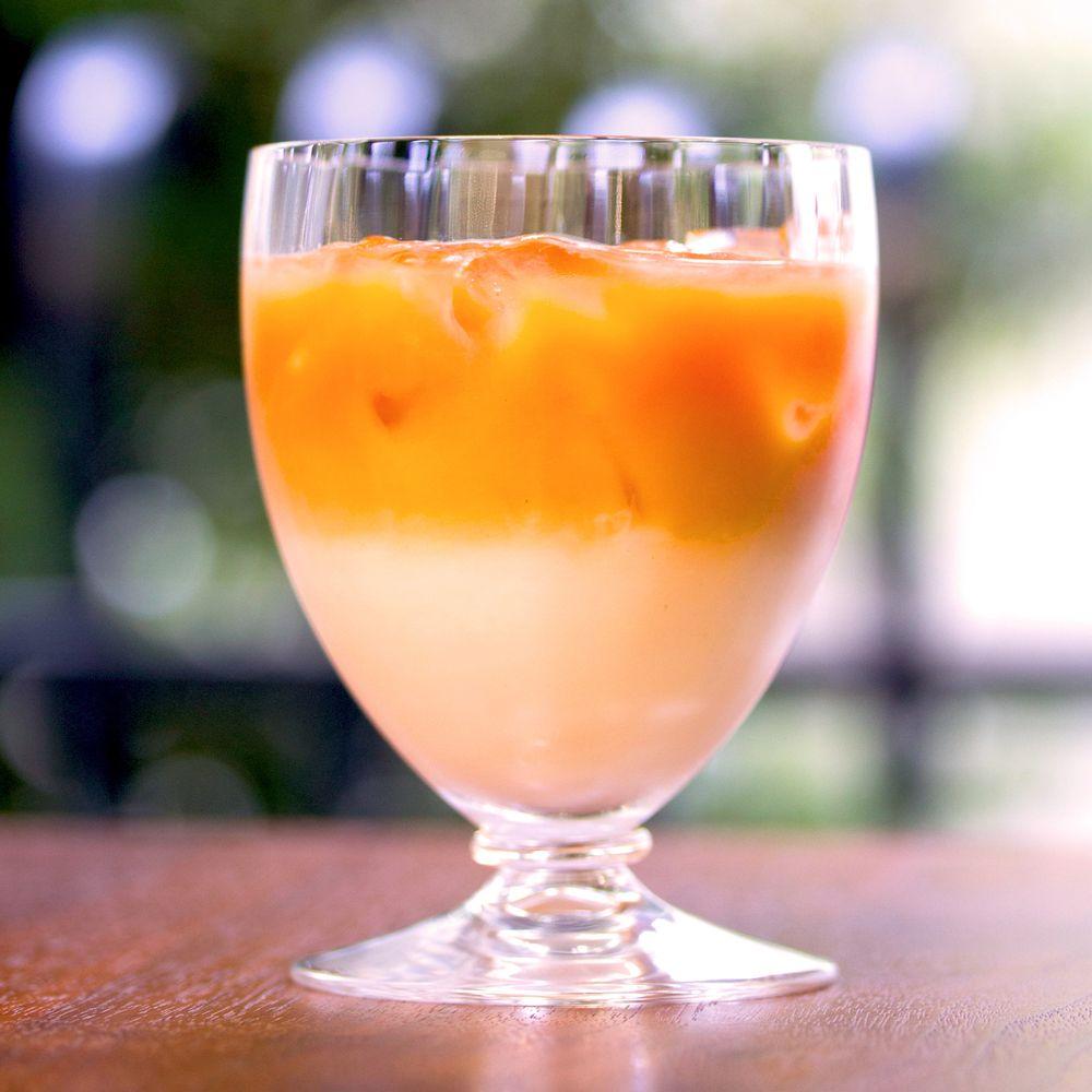 ガムシロップを使って 紅茶と牛乳の比重を変えれば 簡単に2層のアイスミルクティーに ミルクティー アイス 紅茶