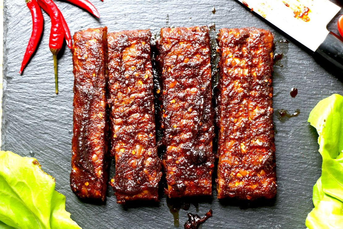 Tempeh Vegan Ribs Best Way To Enjoy Tempeh Serve It Covered With A Smooth Slightly Sweetened Bbq Sauce This Recipe Can Also Vegan Ribs Tempeh Vegan Dishes