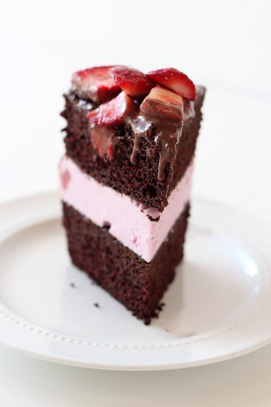 Chocolate-Covered-Strawberry-Ice-Cream-Cake-03.jpg