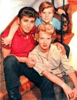 Michael Landon With Is First Wife Dodie Levy Fraser And His Eldest Adopted Son Mark Fraser Landon Michael Landon Movie Stars Old Movie Stars