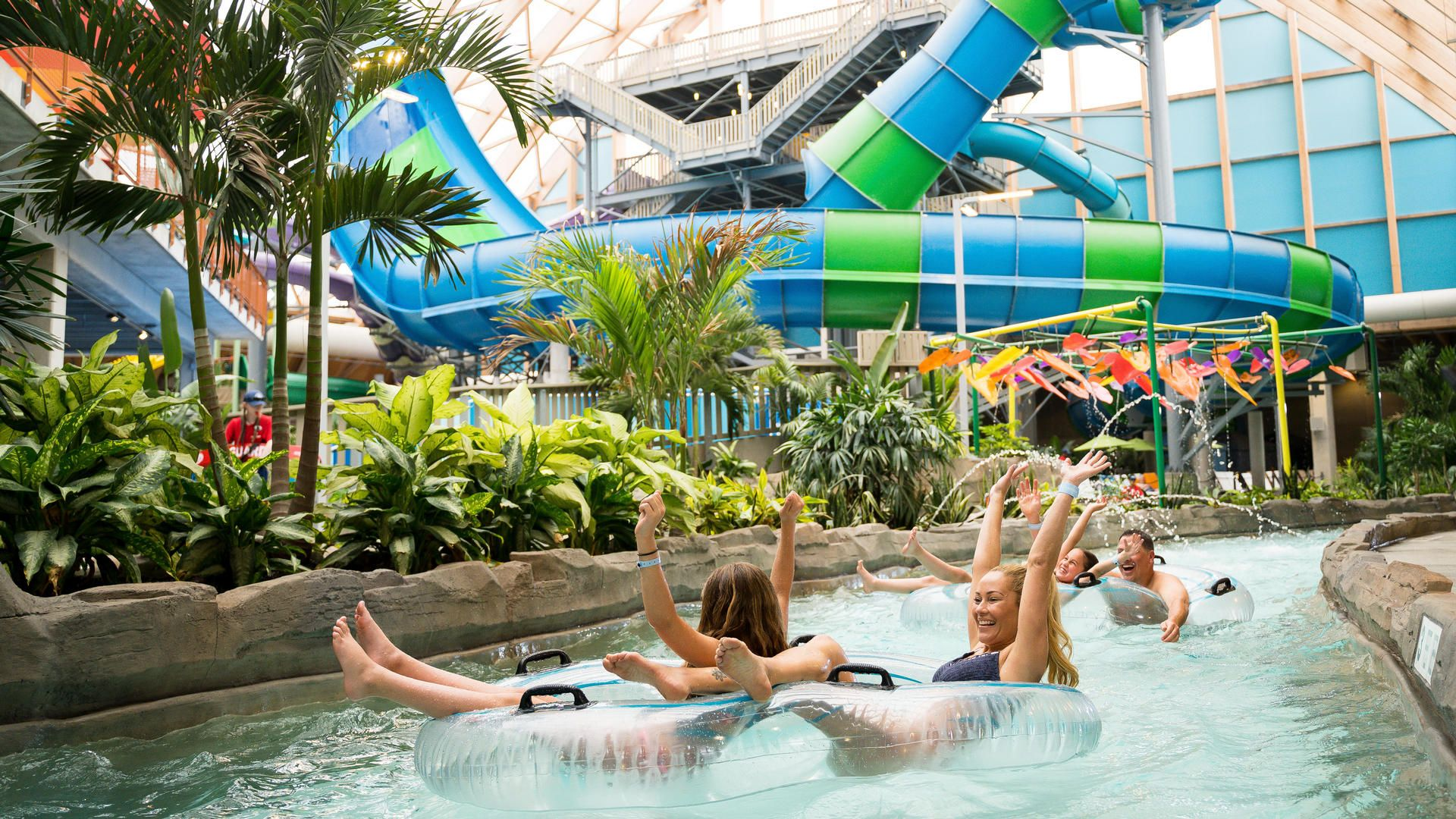 Stay At Six Flags Great Escape Lodge Indoor Waterpark In Queensbury Ny Dates Into April Indoor Waterpark Water Park Stand Up Surf