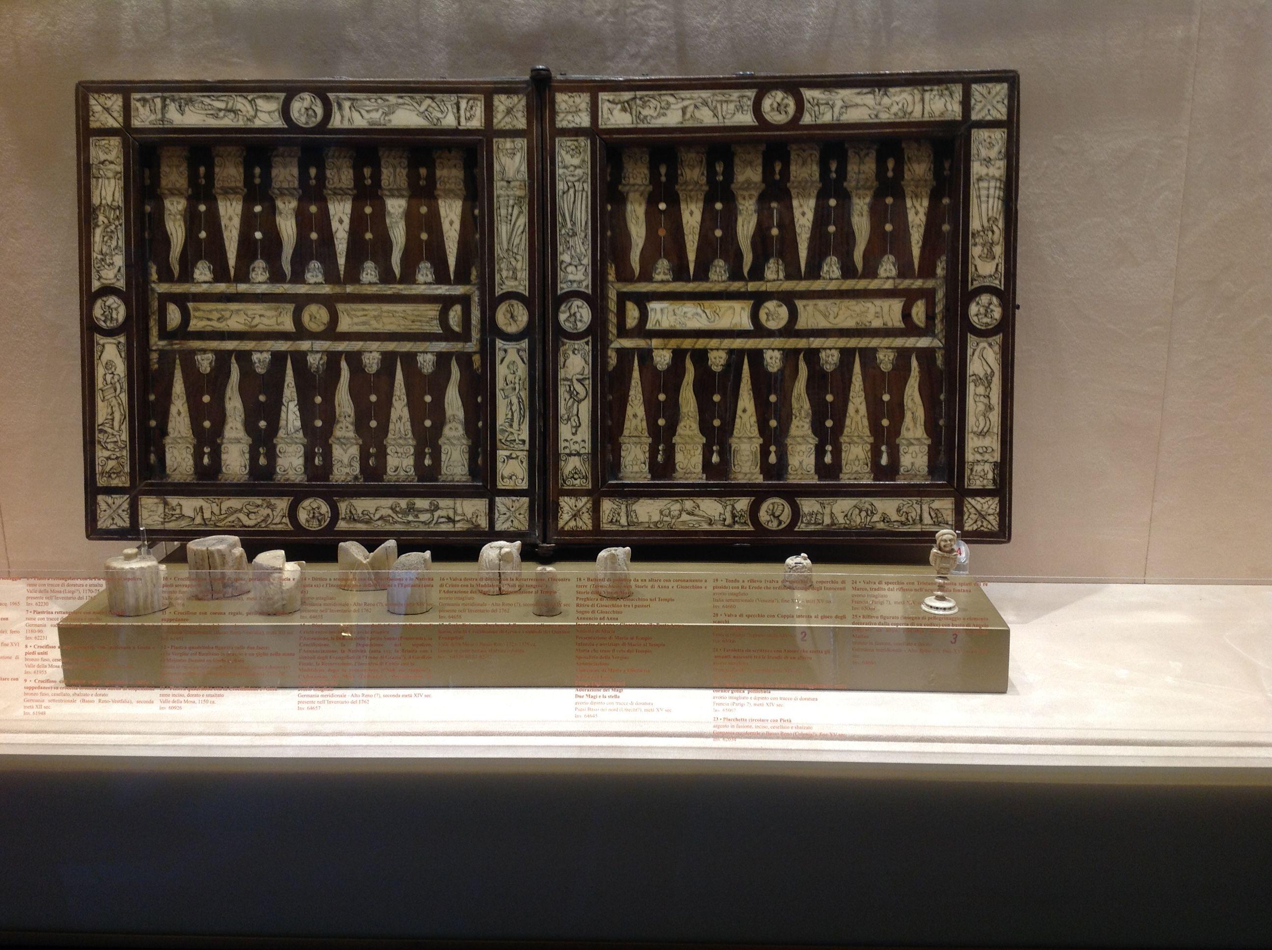Tavolo Scacchiera ~ Tavola da gioco per scacchi filetto e tric trac con decorazioni