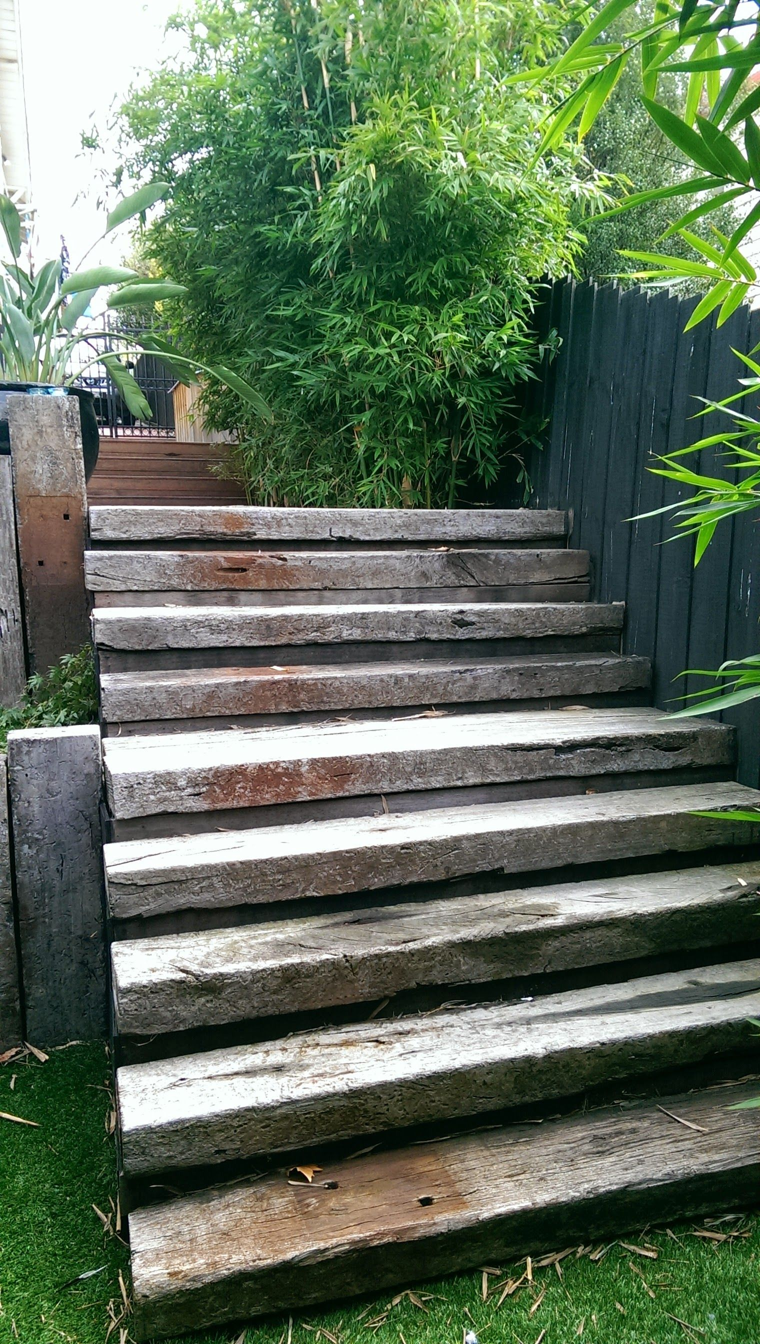 Railway sleeper steps muebles con durmientes pinterest for Diseno de muebles de jardin al aire libre