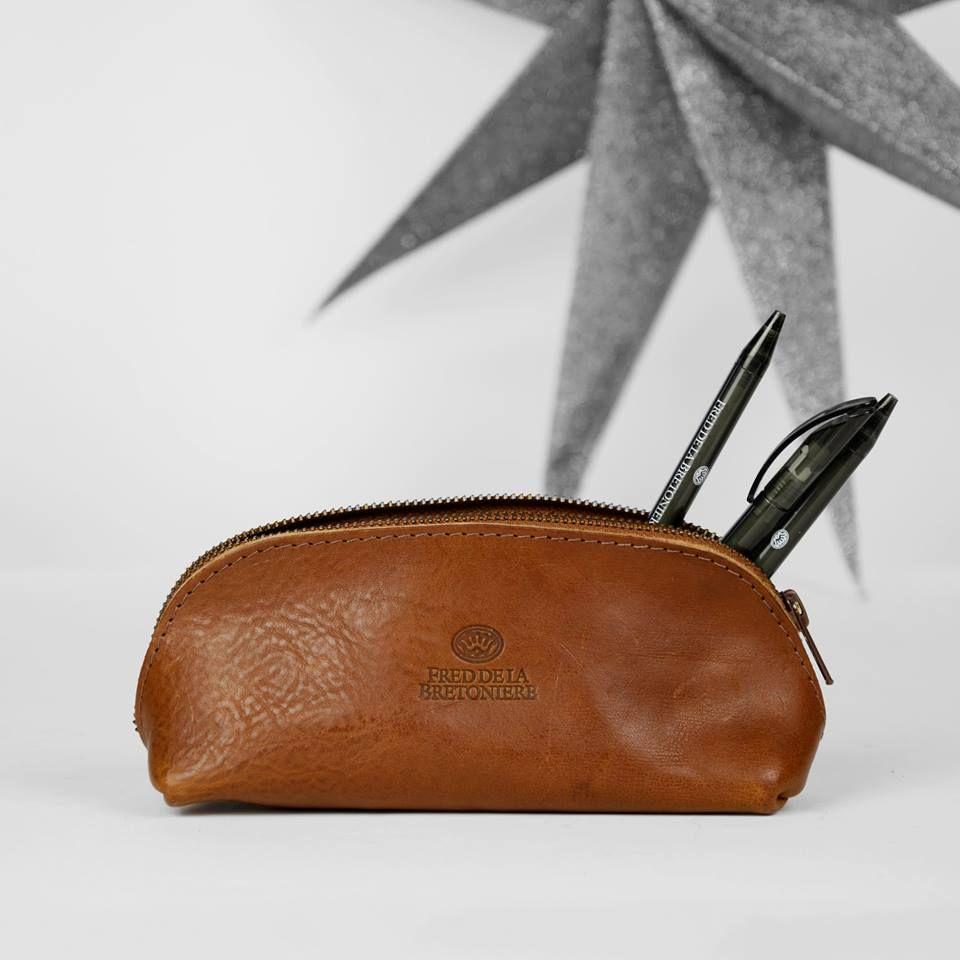 Leather Etui In Cognac By Fred De La Bretoniere Tassen Accessoires Schoenen