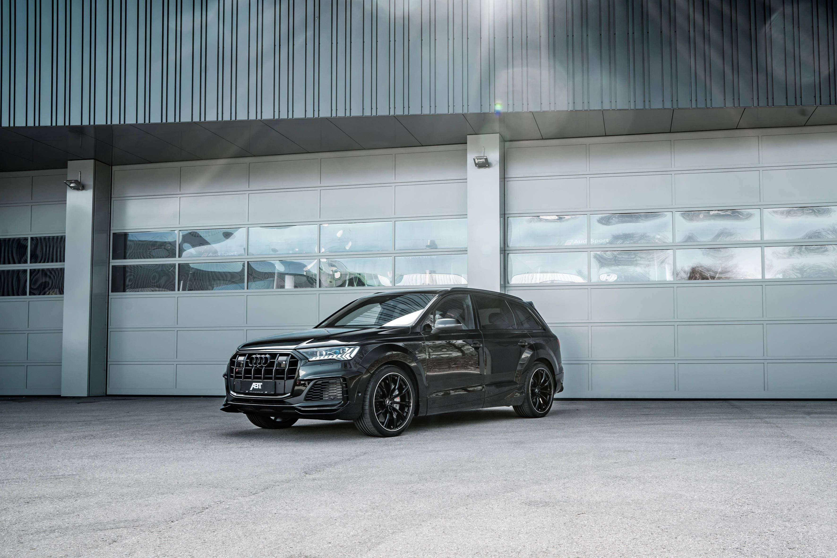 Check Out This Widebody Tuning Kit For The Audi Sq7 From Abt In 2020 Audi Abt Tdi