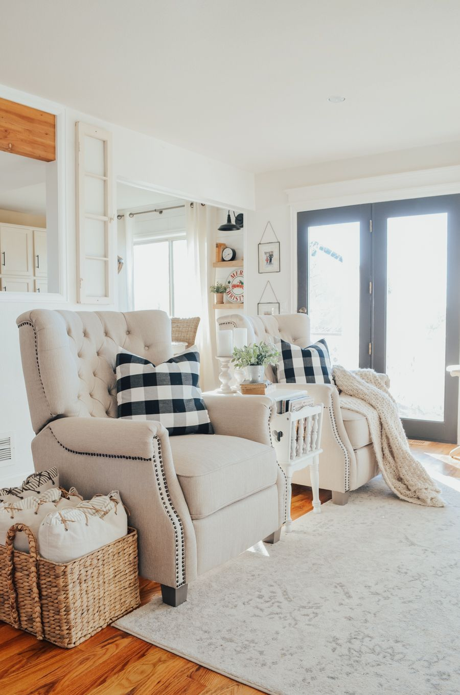 Cozy And Neutral Fabric Recliner Chairs With Farmhouse Style Cozy Livi Farmhouse Style Living Room Farmhouse Living Room Furniture Farmhouse Decor Living Room