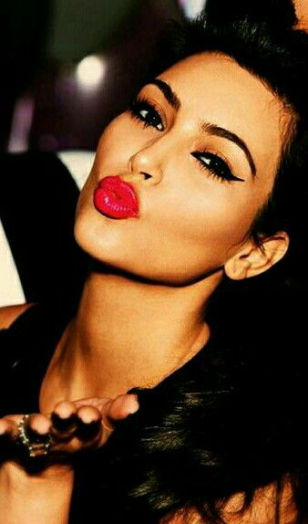 Pin By Debbie Warren Berry On Blow Me A Kiss Kim Kardashian