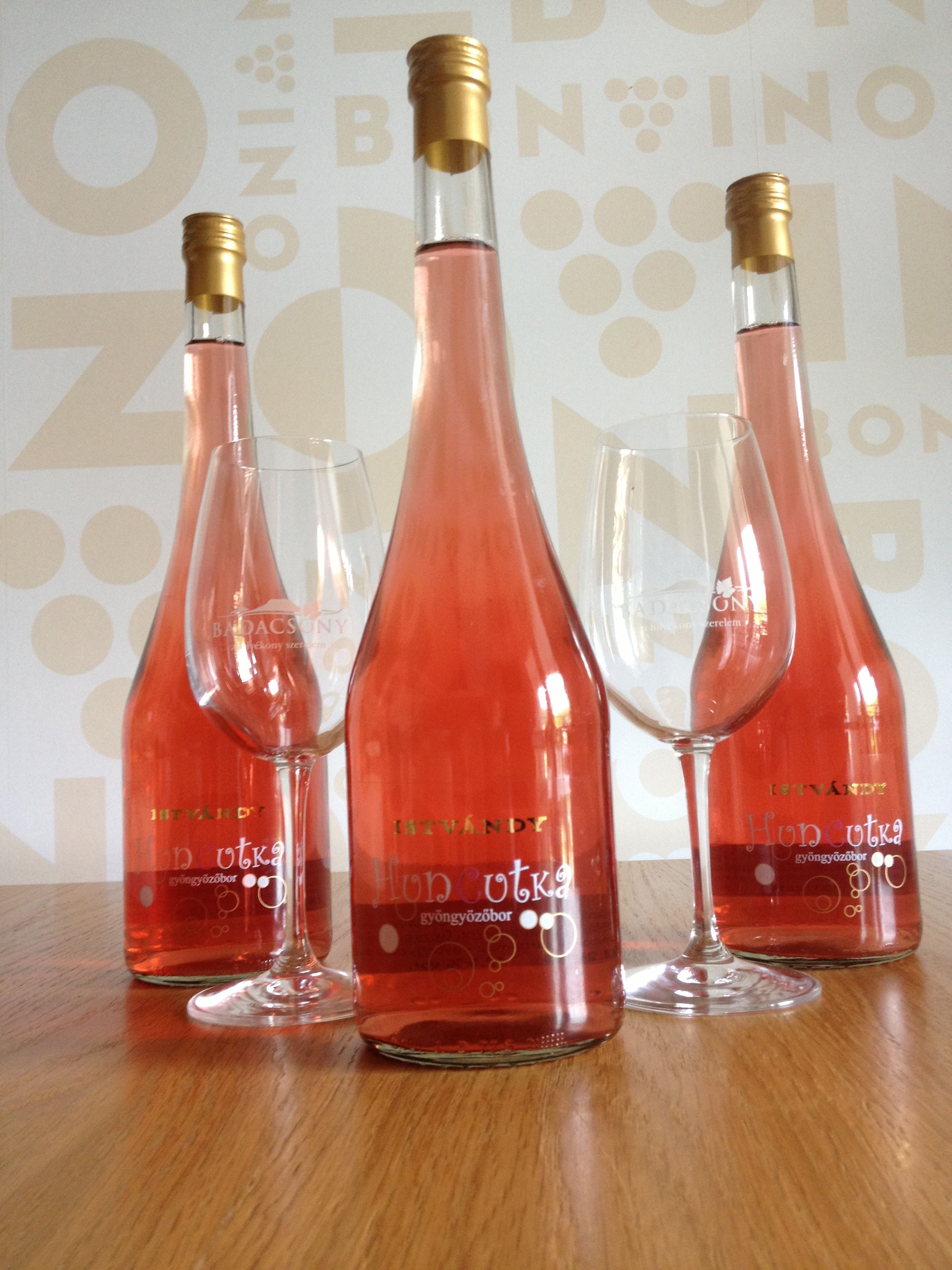 Huncutka Sparkling Wine From Istvandy Estate Wine Bottle Wine Rose Wine Bottle