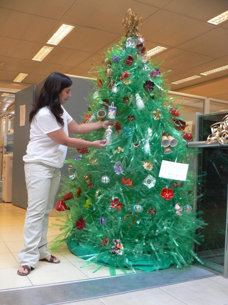 Todo con material de reciclaje material de reciclaje for Adornos navidenos hechos con botellas plasticas