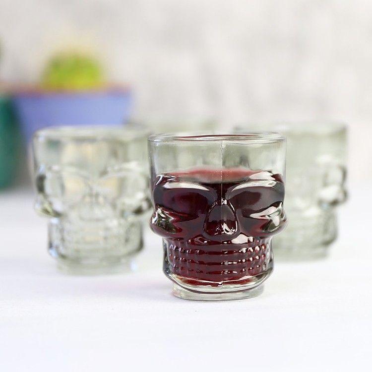 Los vasos de chupito para celebrar a muerte