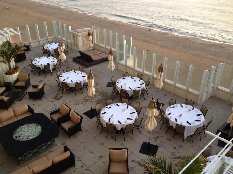Early morning breakfast at the Oceanaire Resort Hotel in