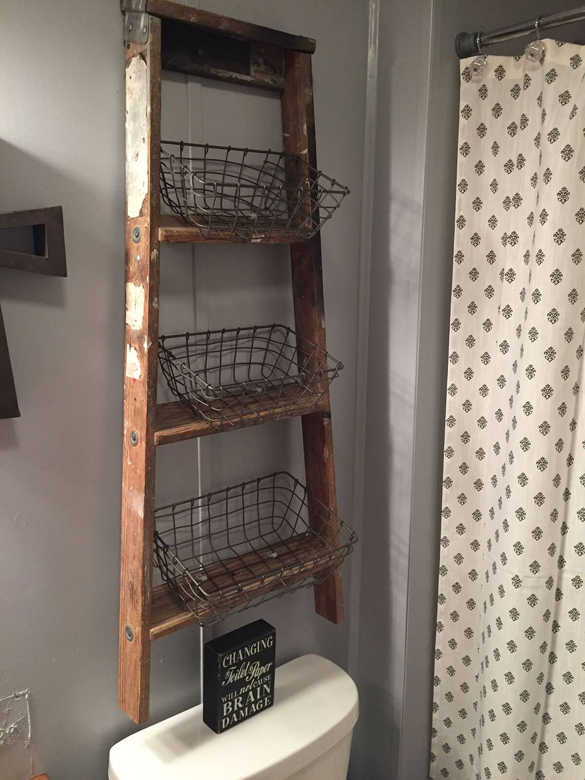 Leiter Badezimmer Rustic Diy Floating Ladder And Wire Basket Storage