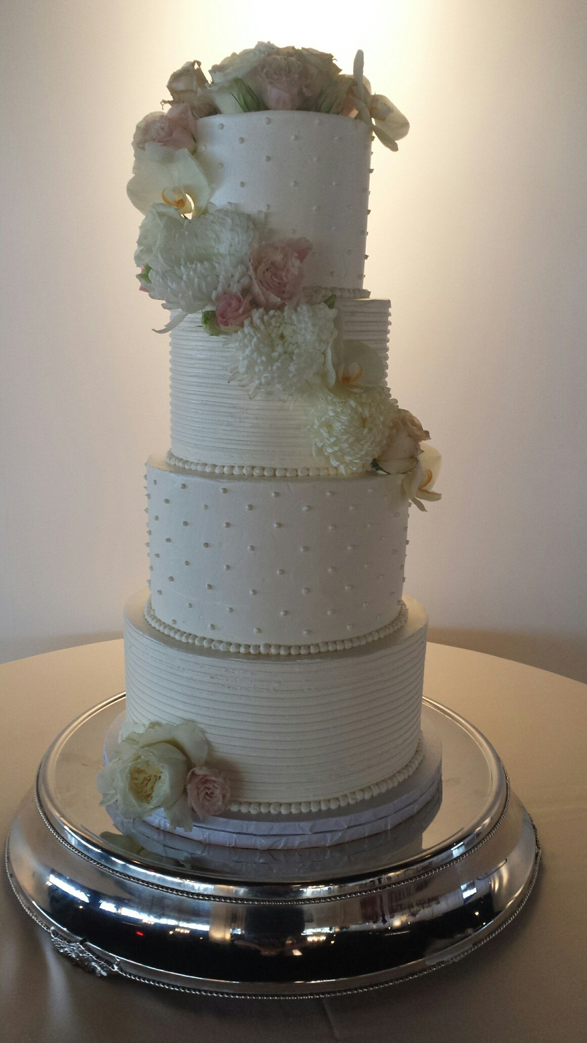 Merveilleux Pretty Floral Wedding Cake By Short North Piece Of Cake In Columbus, Ohio.
