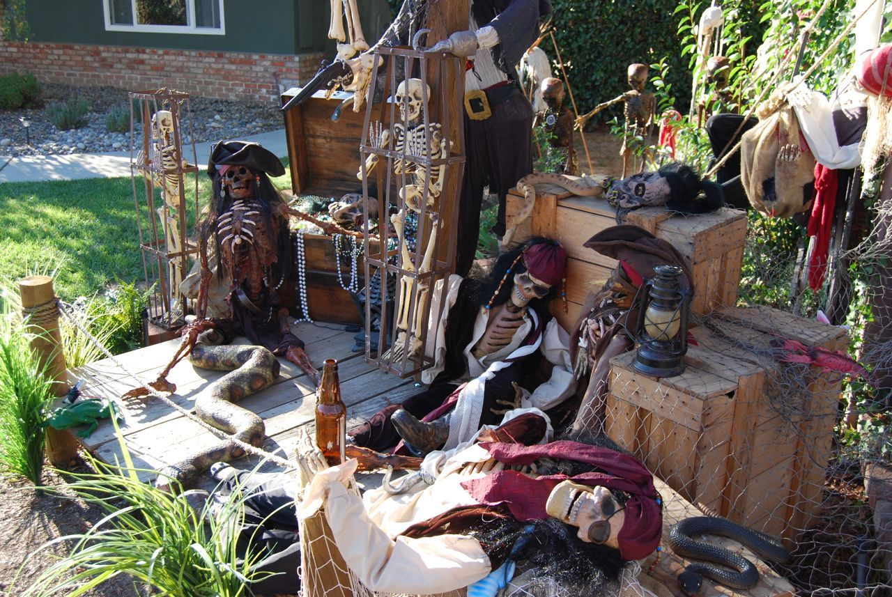 halloween pirate yard dislay | Halloween Haunted House ...