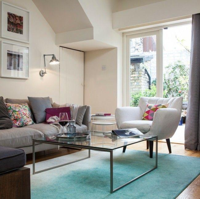 wohnzimmer modern eingerichtet einfarbiger teppich hellblau keine ... - Wohnzimmer Modern Eingerichtet