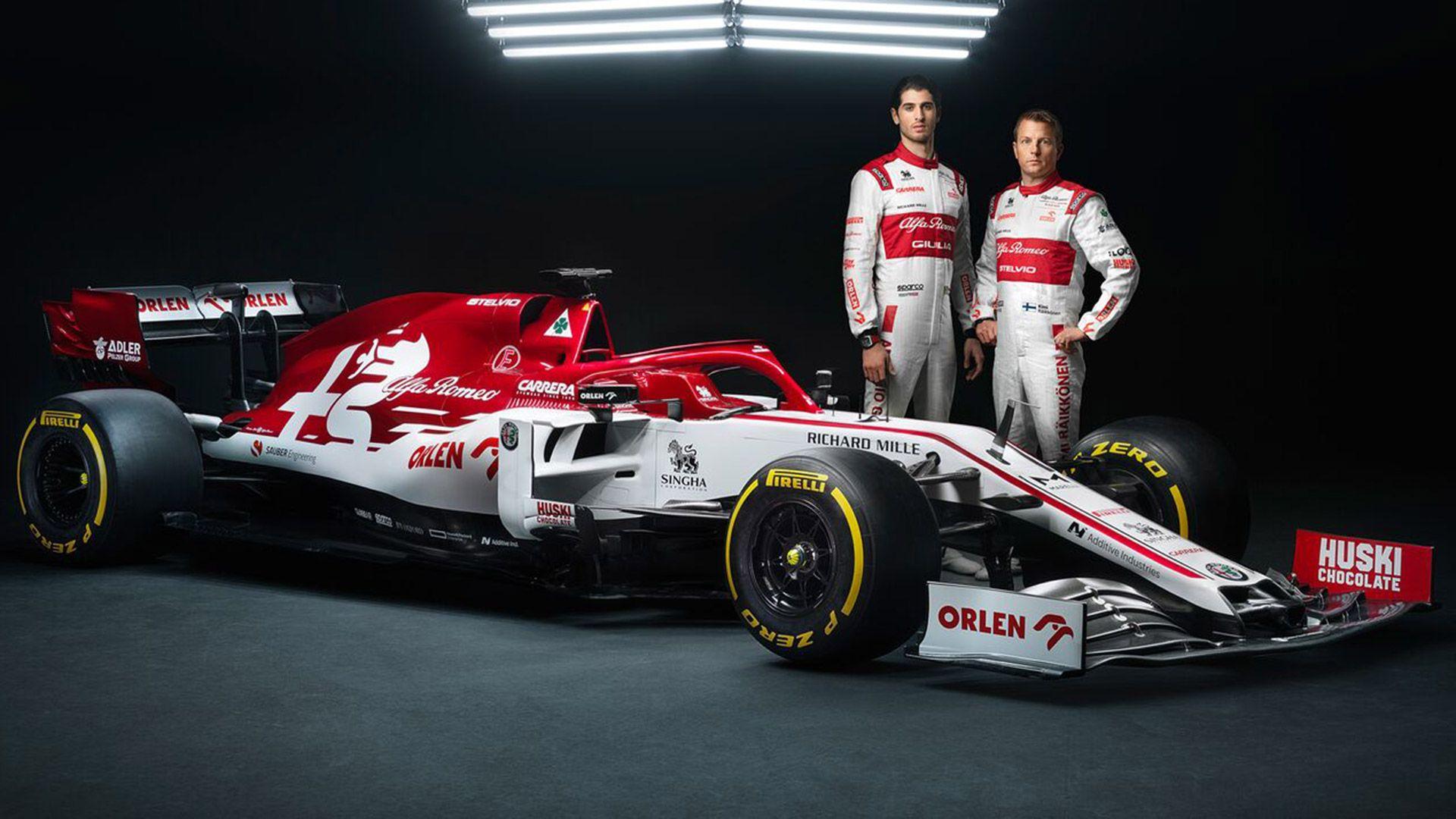 Raikkonen And Giovinazzi Unveil 2020 Alfa Romeo F1 Car At Testing Formula 1 Alfa Romeo Racing Formula 1