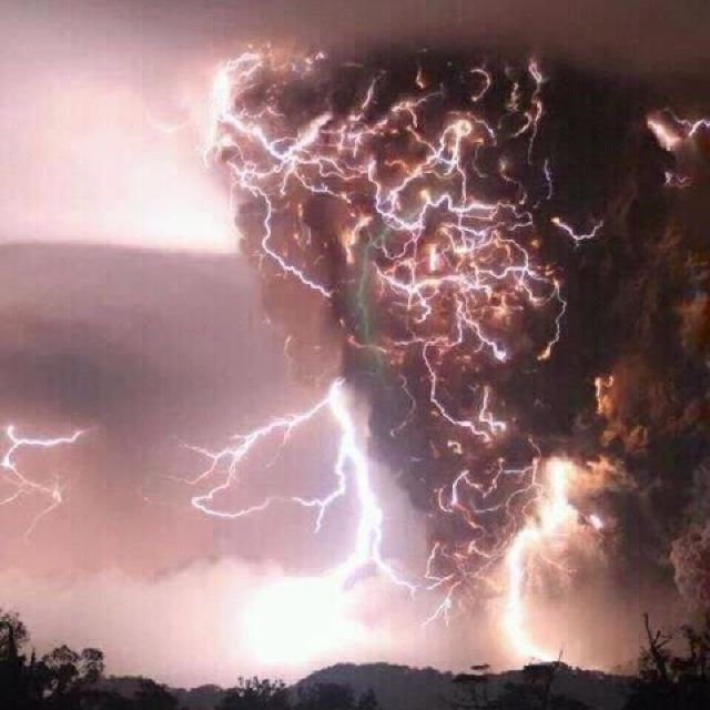 Apparently This Picture Was Taken In Rome Ga If It Hasn T Been Edited It S Pretty Cool Beautiful Nature Lightning Clouds