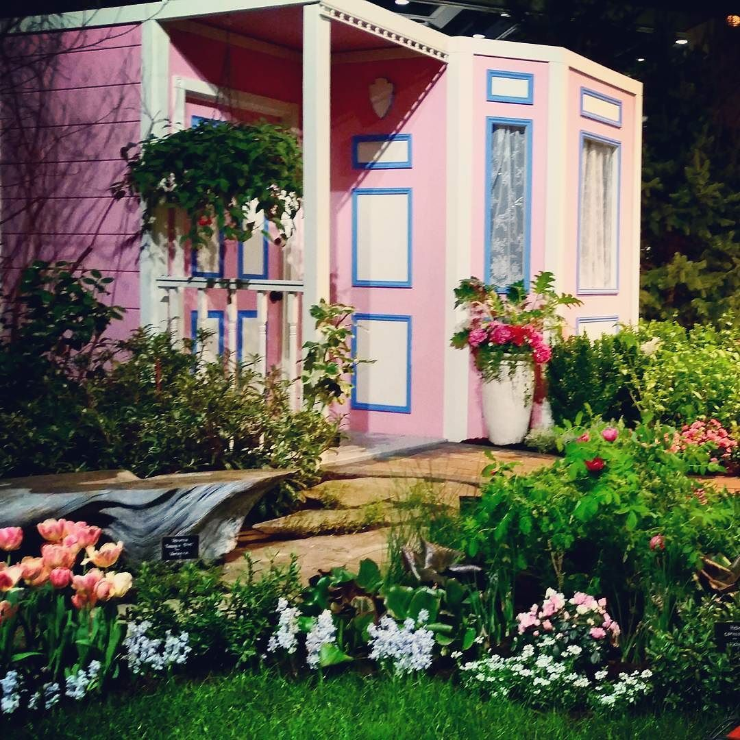 This tiny home is the dream  #tinyhouse #nature #plants #pretty #green #pinkhouse by eensyweensymonster