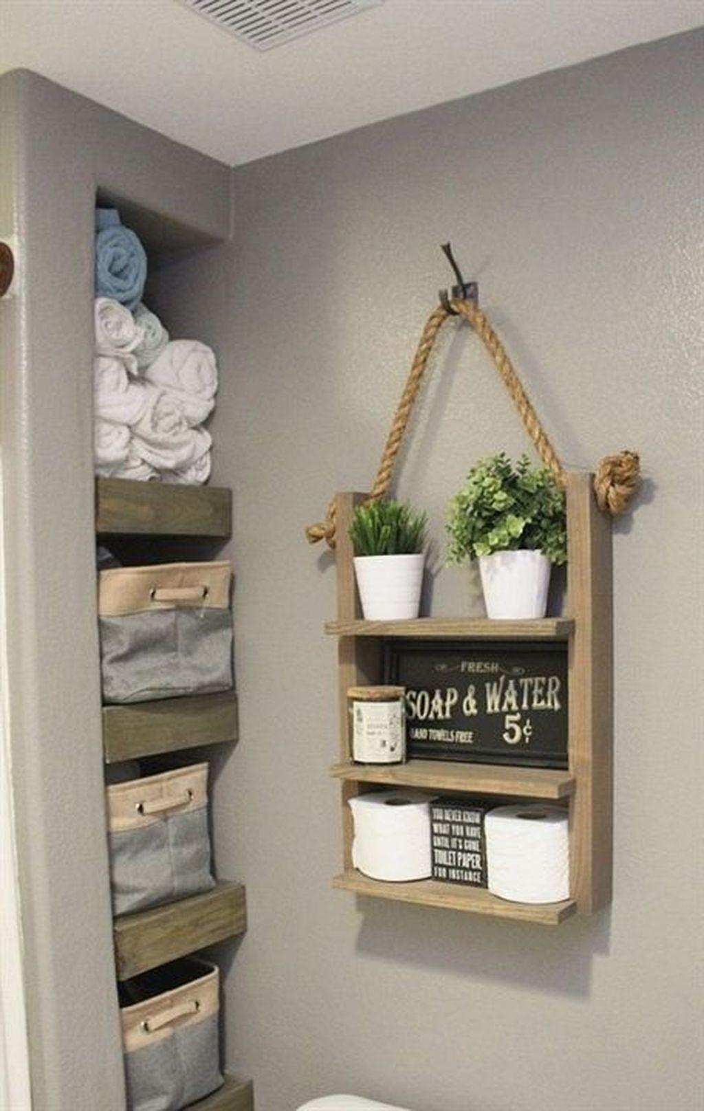 50 Lovely Bathroom Decor Ideas With Farmhouse Style Rustikales Badezimmer Dekor Bauernhaus Mobel Und Seil Regale