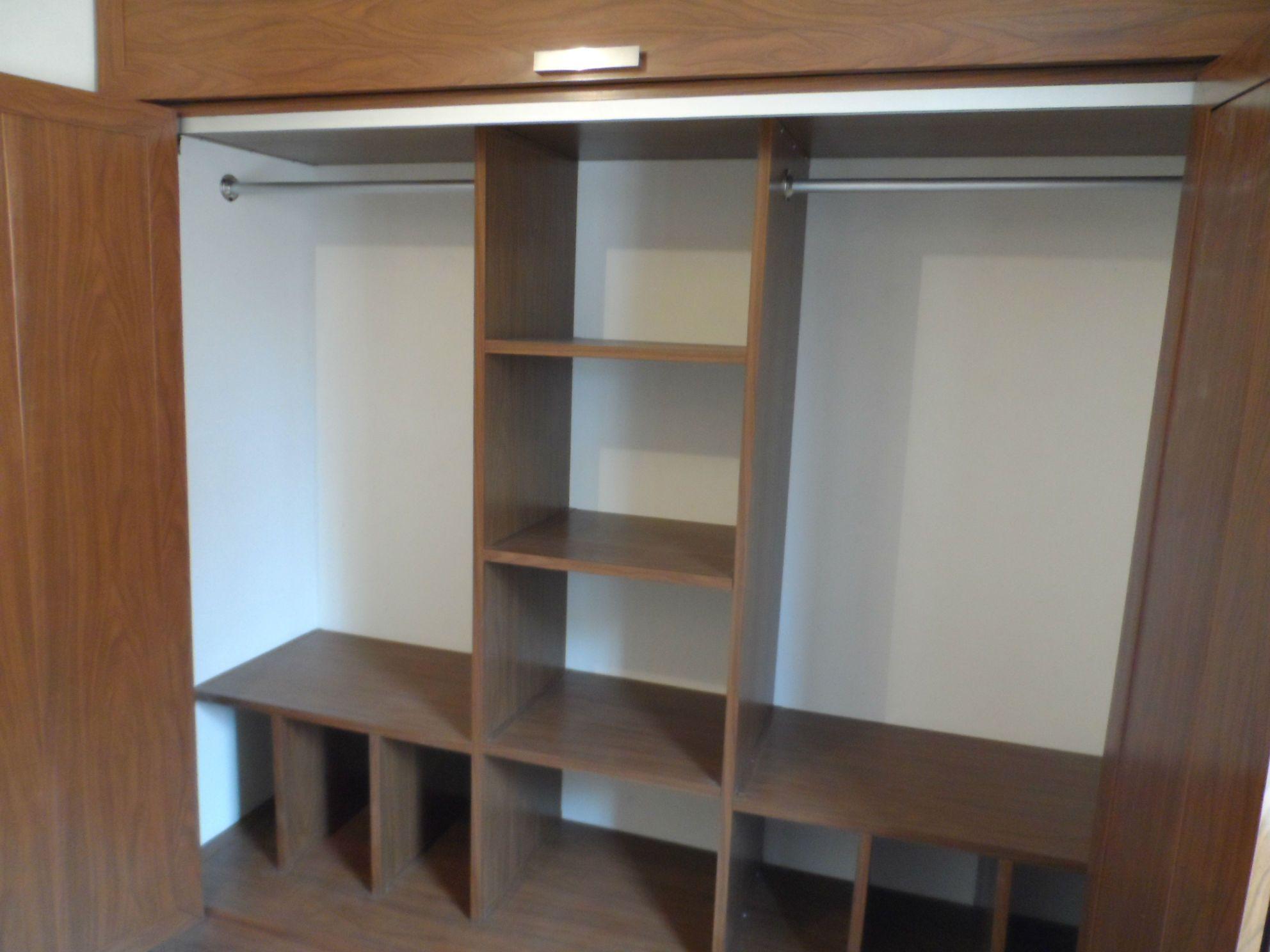 M s de 25 ideas incre bles sobre closet sencillos en for Disenos de closets sencillos