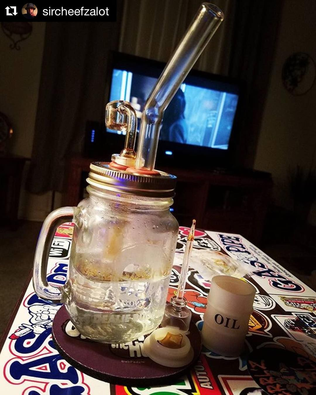 #dealiebuddy #oil and a movie. Doesn't get much better than this. #dealieatingthenation @sircheefzalot #repost.  Dealiebuddy  #Sircheefzalot #Dealiebuddy #smokeweedeveryday #glassofig #dablife #dabbersdaily #dabstagram #weshouldsmoke #fueledbythc #fueledbydabs #710society #dabbinoutdallas #dallasdabfam #bhombingamerica #dailydabbers #staylifted #iwillmarrymary #staymedicated #dodealie #masonmughighlife