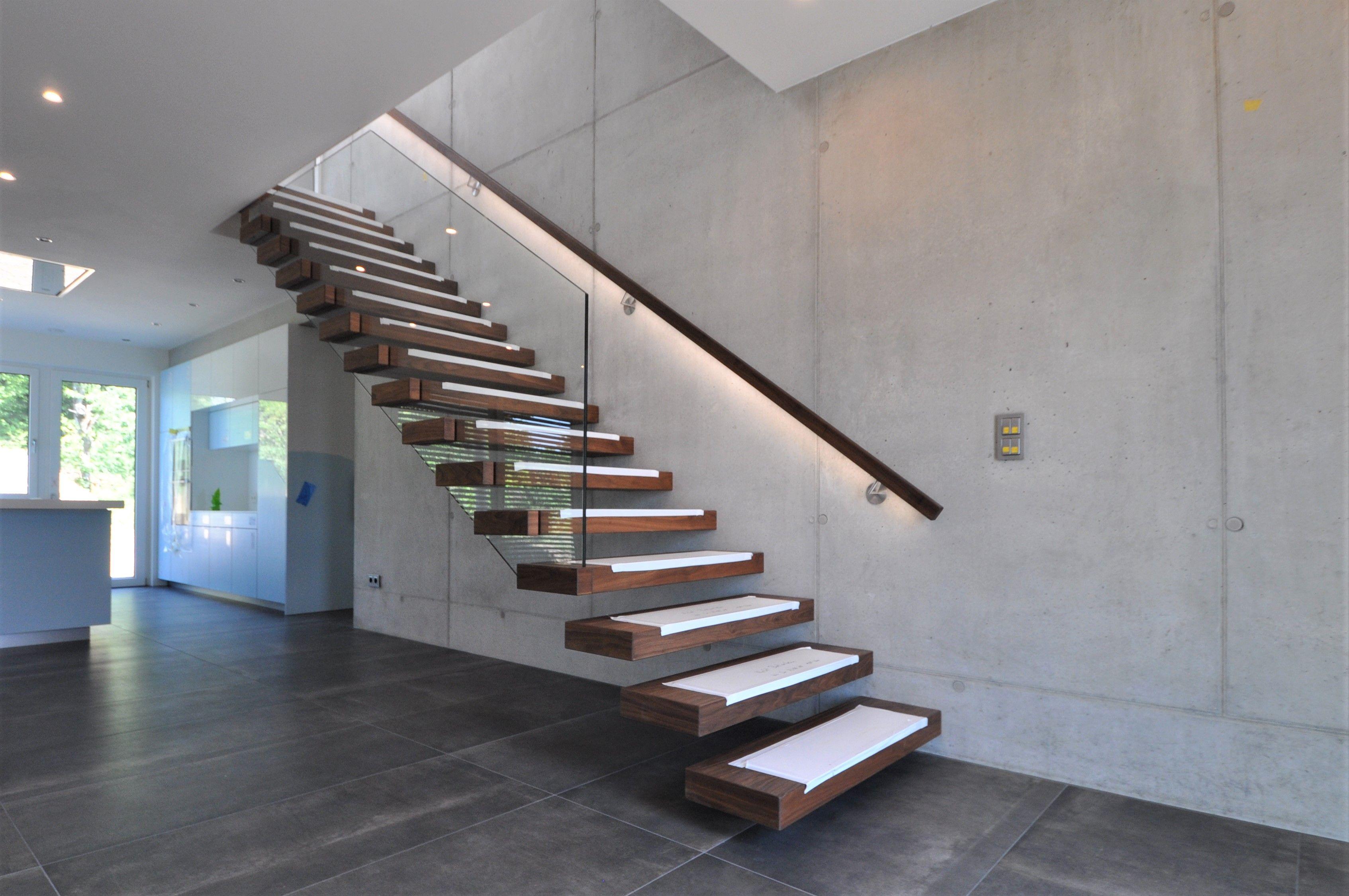 die kragarmtreppe ist noch mit dem stufenschutz nach der montage beklebt das highlight der. Black Bedroom Furniture Sets. Home Design Ideas