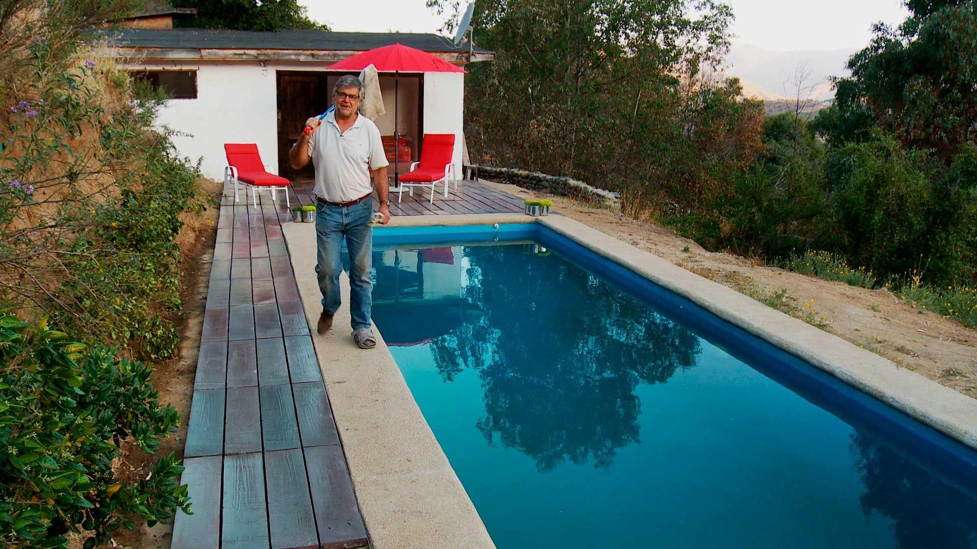 Un deck es una soluci n excelente para tener al borde de for Como hacer una piscina en una terraza
