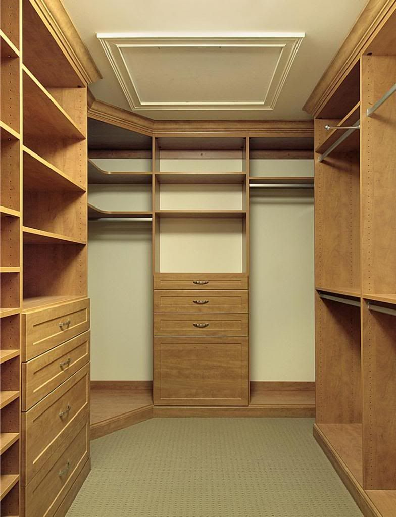 Pictures of small walk in closets customized walk in for Designs for walk in closets
