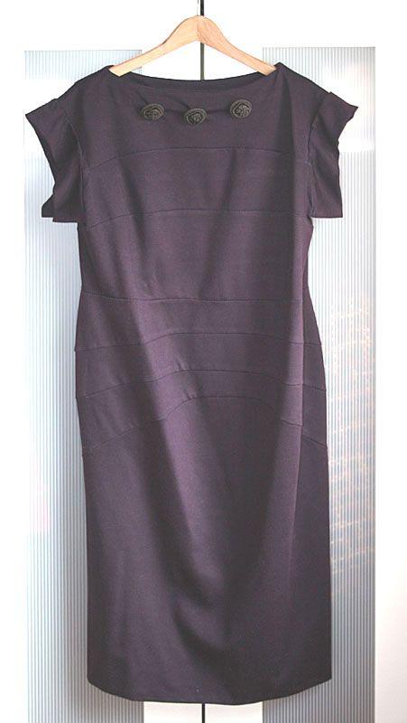 New Shape Kleid mit drei großen posamentenknöpfen