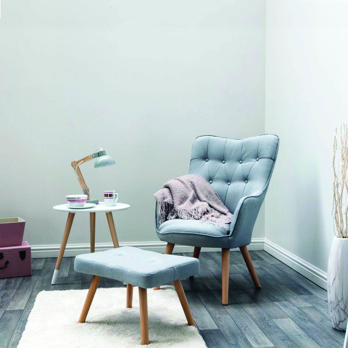 Cool And Contemporary bedroom chairs delhi to refresh your