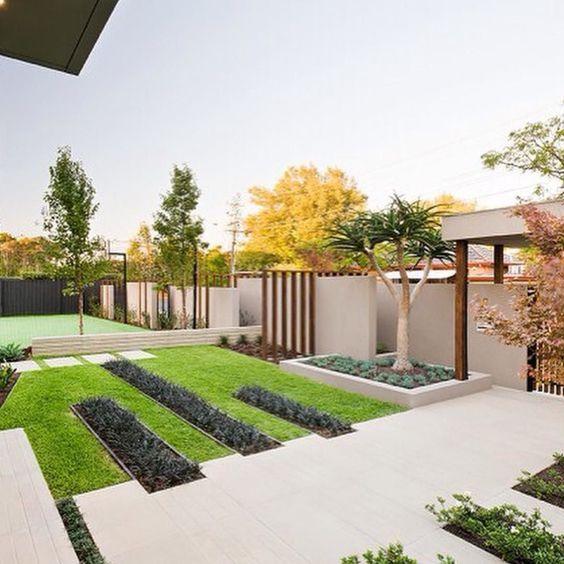 تعتبر الحديقة المنزلية من المساحات الاساسية في المنزل ولا تقل أهمية عن اي غرفة او مساحة بالمنزل Minimalist Garden Modern Landscaping Front Yard Garden Design