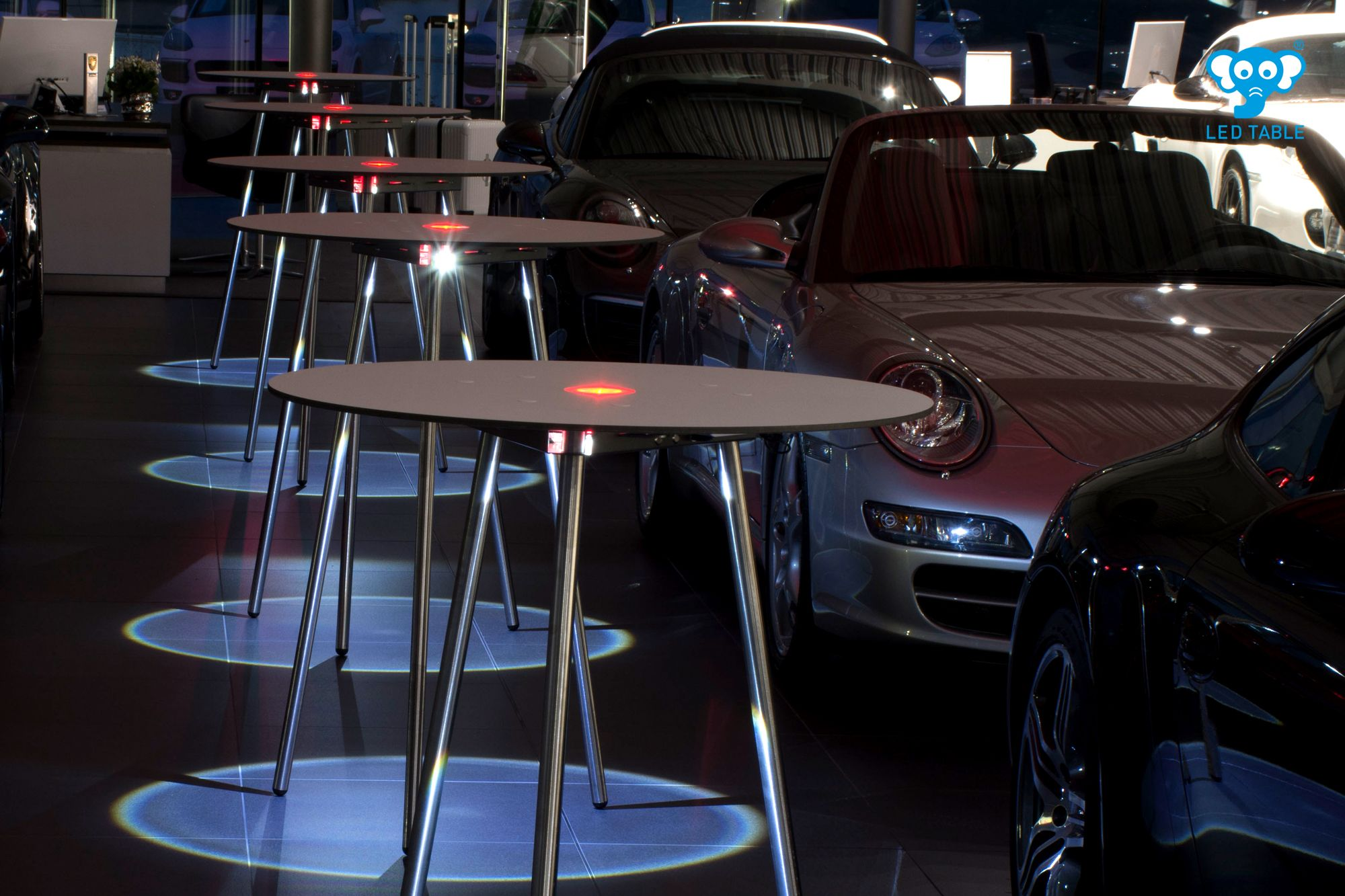 Led Cocktail Table At Porsche Zentrum Tisch Led